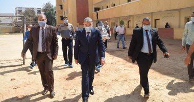 محافظ المنيا يتابع سير امتحانات الثانوية العامة بعدد من اللجان بمركز أبوقرقاص