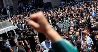 محامو تركيا يتظاهرون ضد قانون أردوغان لتنظيم النقابات.. صور