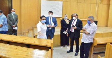 صور.. رئيس جامعة بنى سويف يتفقد استعدادات الكليات لامتحانات طلاب السنوات النهائية