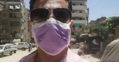 """""""عمرو"""" من المنصورة يشارك بصورته بالكمامة خلال عمله التزاما بالإجراءات الوقائية"""