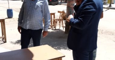 نائب محافظ دمياط يتفقد المقاهى والمطاعم لمتابعة الإجراءات الوقائية بفارسكور
