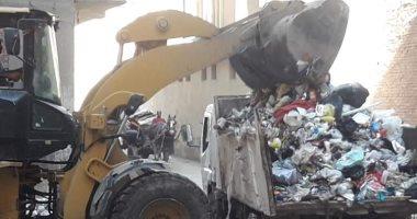 حملة نظافة مكبرة ورفع تراكمات القمامة بشوارع حى أول المحلة.. صور