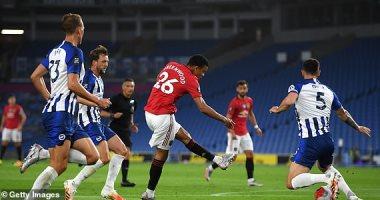 مانشستر يونايتد يتقدم بثنائية ضد برايتون في الشوط الأول.. فيديو