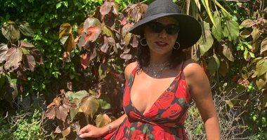 كل يوم صورة .. رانيا يوسف تستمتع بإجازة الصيف بفستان أحمر.. صور