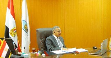 اجتماع رئيس جامعة الأقصر بوكلاء كليات الجامعة لشئون التعليم والطلاب