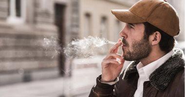 """كورونا """"زود الطين بلة"""" للمدخنين.. دراسة: التدخين يغير وظائف المناعة.. أنتم عرضة للمضاعفات إذا أصبتم بالفيروس.. الشيشة والسجائر الإلكترونية والعادية كلها ضارة لصحتك.. وتزيد من خطر سرطان الرئة والانسداد الرئوي"""