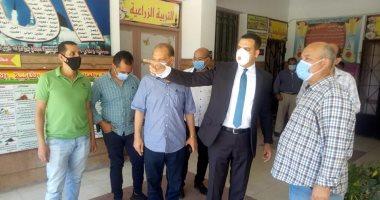 بالكمامة .. نائب محافظ بورسعيد فى لجان الثانوية العامة لمتابعة الطلاب (صور)