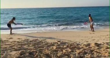 مباراة تنس على البحر بين شريف إكرامى ورمضان صبحى.. فيديو