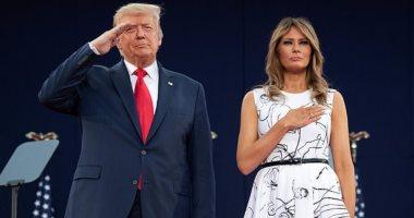 """""""ترامب كان زهقان وقعد يشخبط""""..سخرية من فستان ميلانيا ترامب في عيد الاستقلال"""