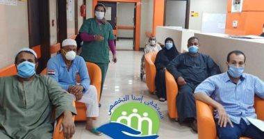 تعافى 8 حالات من فيروس كورونا وخروجهم من مستشفى إسنا للعزل.. صور