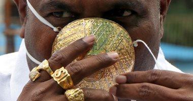 القناع الذهبى.. ملياردير هندي يواجه كورونا بـ4000 دولار.. اعرف القصة