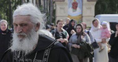 BBC: محكمة تابعة للكنيسة الروسية تطرد كاهنا ينكر وجود كورونا استولى على دير