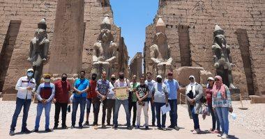 صور.. نقابة المرشدين السياحيين تنظم جولة بمعبد الأقصر لتشجيع السياح على زيارة مصر