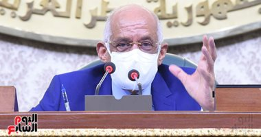 رئيس البرلمان يطلب من الأعضاء ترك مقاعد الوزراء فى الجلسة العامة