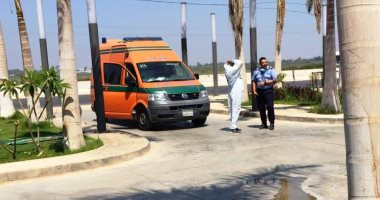 وصول سيارة إسعاف لنقل جثمان رجاء الجداوى من مستشفى أبو خليفة للقاهرة