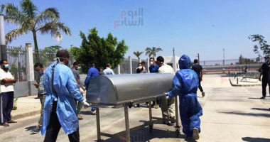 فيديو وصور .. صلاة الجنازة على الفنانة رجاء الجداوى بمستشفى أبوخليفة بالإسماعيلية
