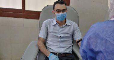 مدير العلاج الحر بصحة بنى سويف يتبرع بالبلازما عقب شفائه من فيروس كورونا