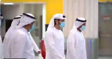 ولى عهد دبي يتفقد مطار دبي لمتابعة ضمان صحة وسلامة المسافرين.. فيديو
