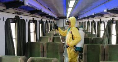 السكة الحديد تواصل أعمال تعقيم المحطات والقطارات للوقاية ضد كورونا.. صور