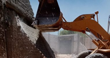 محافظ قنا: إزالة 89 حالة تعد بالبناء والزراعة على أملاك الدولة.. صور