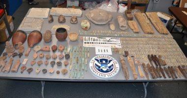 نيويورك بوست: اتهام مواطن أمريكى بتهريب 590 قطعة آثار مصرية.. صور