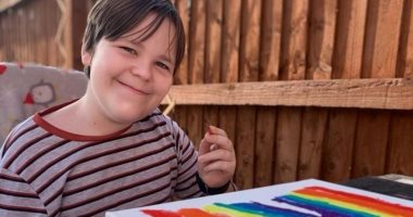 مرض نادر يصيب طفل أمريكى يفقده النطق والحركة فى ثوانٍ معدودة ...