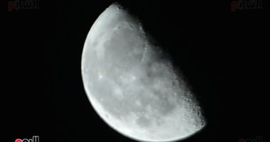 البحوث الفلكية: القمر يقترن بكوكب المريخ غدا فى ظاهرة مشاهدة بسماء مصر