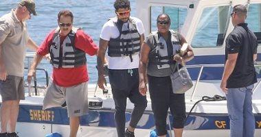 زيارة مؤثرة لوالدى نايا ريفيرا لبحيرة بيرو للبحث عن جثة ابنته الغريقة
