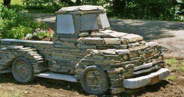 نحات أمريكى يصنع سيارات من الجرانيت والرخام.. صور
