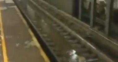 """مياه العاصفة """"فاى"""" تنهمر من الأسقف داخل محطة مترو فى نيويورك.. فيديو"""