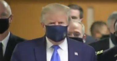 ترامب يظهر للمرة الأولى بالكمامة فى زمن كورونا أثناء زيارة لمركز طبى.. فيديو