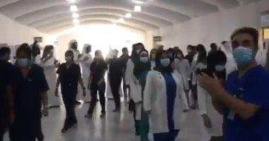 """احتفال بآخر مريض يغادر مستشفى الإمارات الميدانى.. والطاقم الطبى: """"لا كورونا"""".. فيديو وصور"""