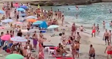 إغلاق شاطئ بإسبانيا بسبب الازدحام وغياب تطبيق إجراءات مكافحة كورونا..فيديو