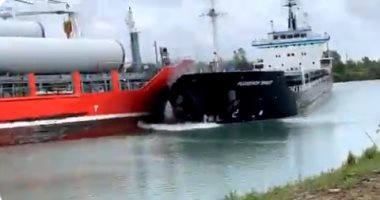 لحظة تصادم بين سفينتين عملاقتين فى ممر مائى كندى.. فيديو