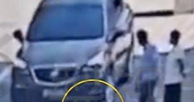 طفلة تنجو من الموت بأعجوبة بعد دهسها بسيارة فى الصين.. فيديو وصور