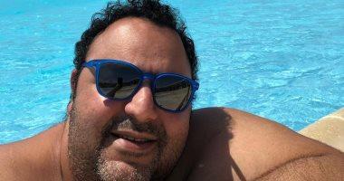 شيكو يقضي عطلته الصيفية بنضارة شمس جديدة.. اعرف الحكاية