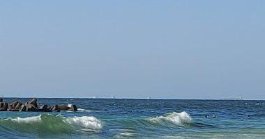أين جثة ابنى؟.. والد شادى ينتظر جثمان ابنه الغريق بشاطئ النخيل.. فيديو لايف