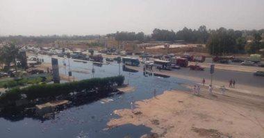 شاهد.. الصور الأولى لتسريب خط بترول طريق الإسماعيلية الصحراوى قبل الاشتعال