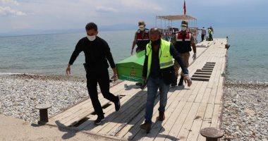 ارتفاع أعداد ضحايا غرق قارب لاجئين في تركيا لـ 33 شخصا وسط صمت حكومى