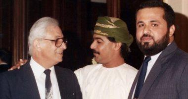 من 30 سنة.. الفنان العمانى إبراهيم الزدجالى فى صورة نادرة مع الراحل عمر الحريرى