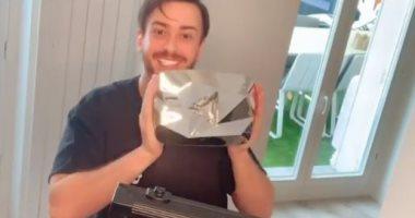 سعد لمجرد يحتفل بحصوله على الدرع الماسى من يوتيوب.. فيديو