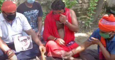 لحظة صلاة عشاق أميتاب باتشان لتعافيه من كورونا.. والأخير: حبى لكم لا ينتهى