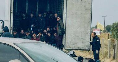 ألمانيا: العثور على 31 مهاجرا مختبئين بشاحنة تبريد قرب الحدود