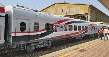 القطارات الروسية الجديدة على المحطات يغطيها علم مصر وتزينها الورود.. صور