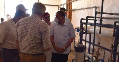 محافظ مطروح يتفقد محطة تحلية مياه الآبار بمنطقة تجمع أوجارين