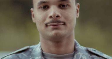 """كلنا جيش مصر.. """"أبو بكر"""" من سوهاج يشارك بصورته بالزى العسكرى لدعم الروح الوطنية"""