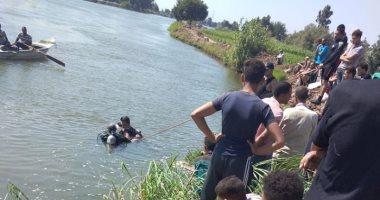 الإنقاذ النهرى يواصل جهوده لانتشال جثة طفل من البحر العباسى بزفتى.. صور