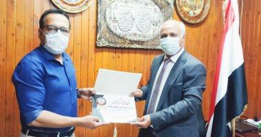 وكيل صحة الغربية يكرم الدكتور أحمد البرعي مدير مستشفى كفر الزيات السابق