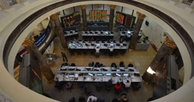 البورصة المصرية تواصل تراجعها بمنتصف التعاملات بضغوط مبيعات عربية وأجنبية