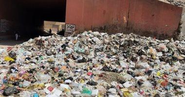 شكوى من تراكم القمامة وانتشار مياه الصرف الصحى بشارع مصنع المكرونة بالمنيب